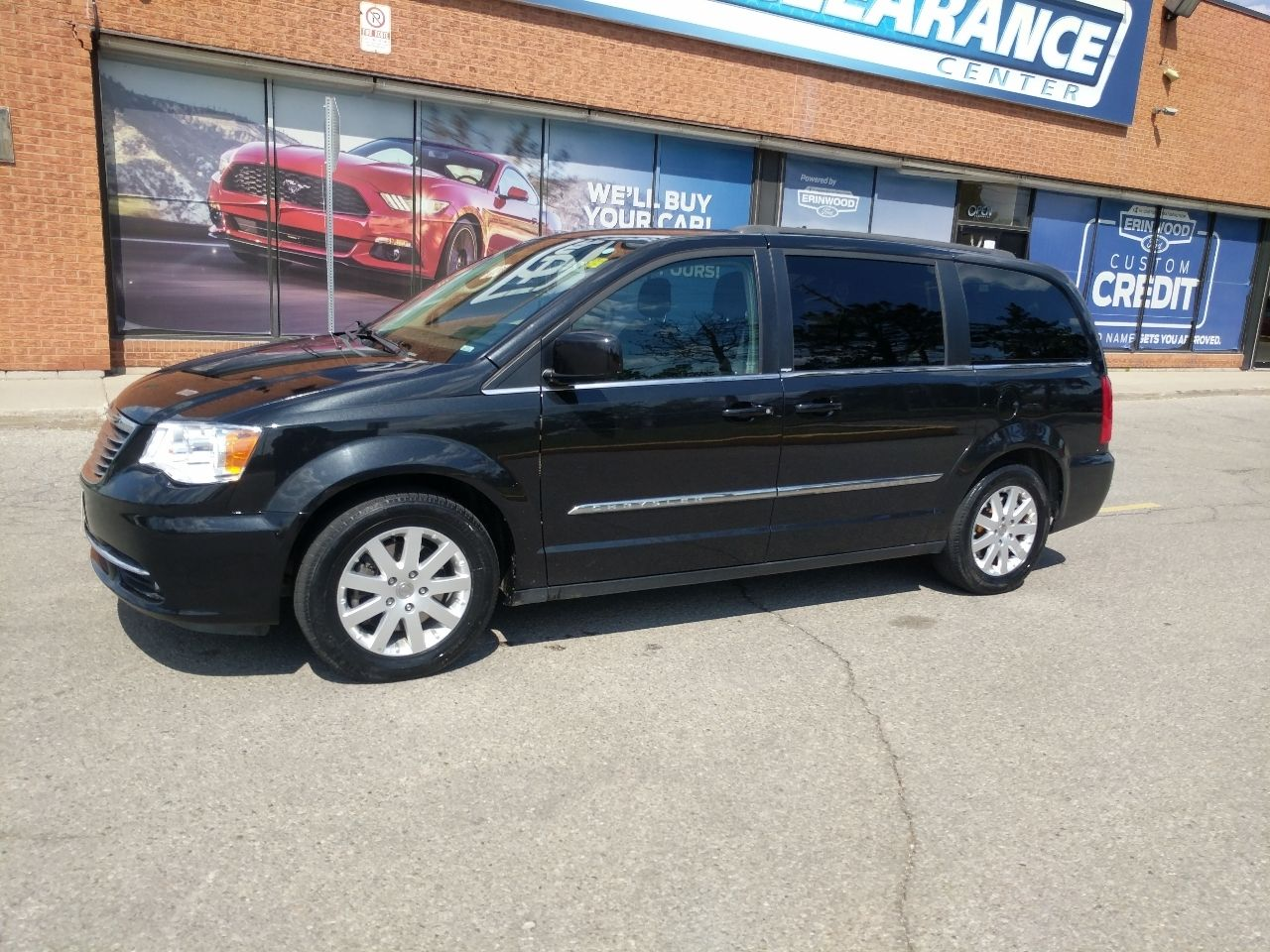 2014 Chrysler Town & Country Image